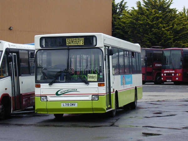 Dennis Dart L719OMV, on loan from Countryliner Coaches